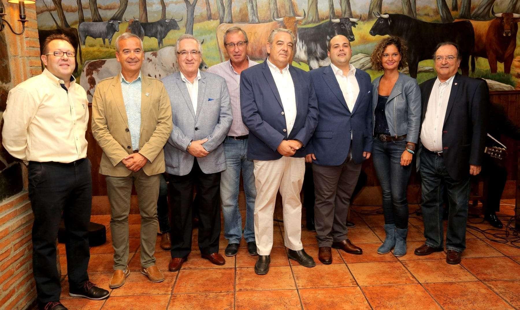 El mural con aires taurinos más grande de Aragón tiene un lugar en la Tertulia Taurina