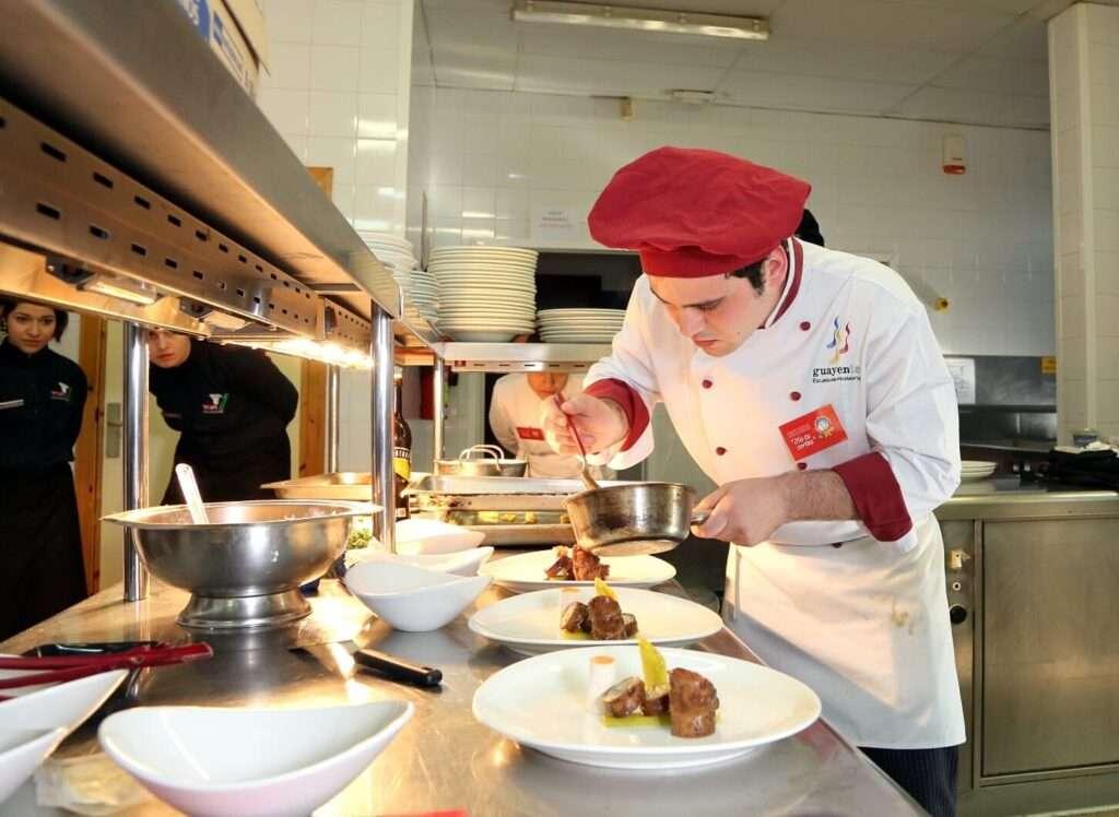 Miguel bailo l pez ganador del primer concurso de cocina para escuelas de hosteler a no te - Escuela de cocina zaragoza ...