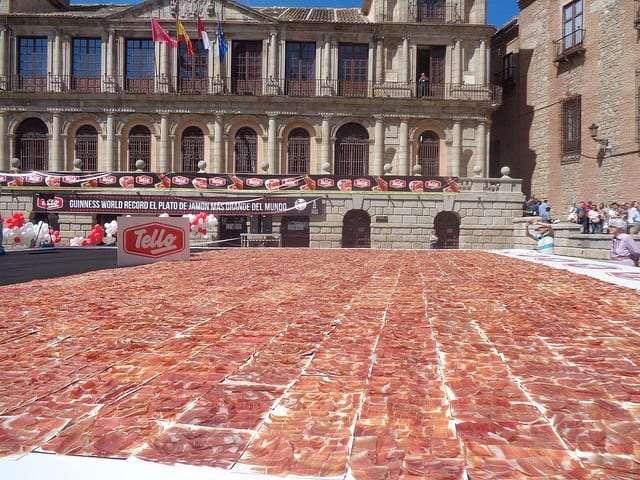 Plato de jamón más grande del mundo
