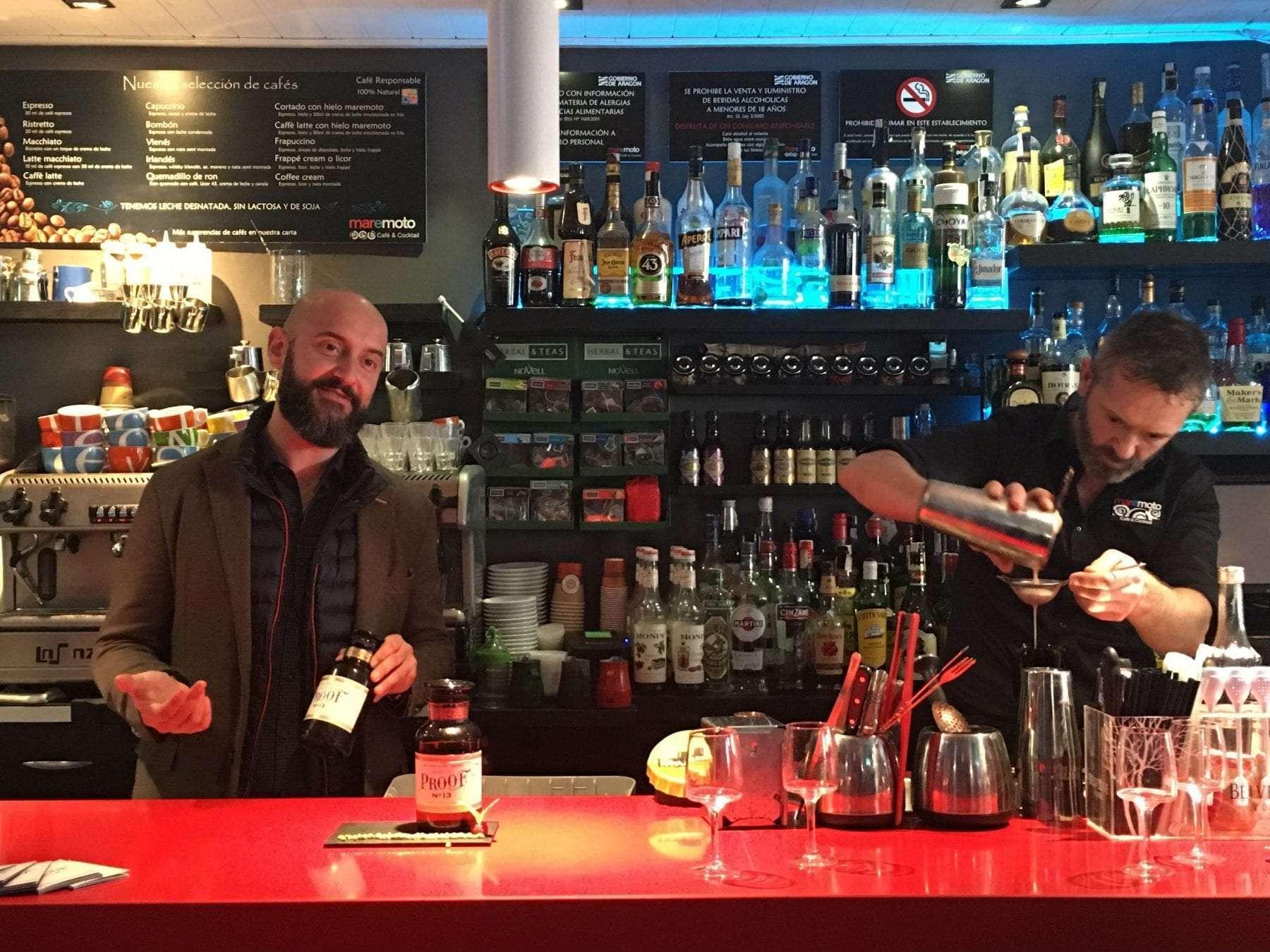 el bartender Jimmy Valios