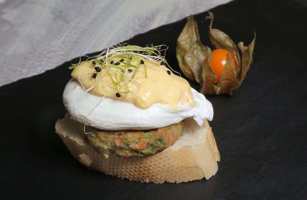 53-DOÑA-TAPA_hamburgesita-vegetal-con-huevo-poché-