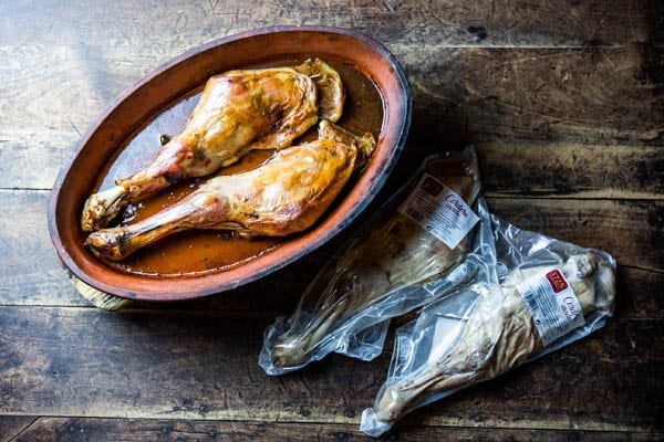 Paletilla de cordero asada y preasa da antes y depués 1725 Gourmet