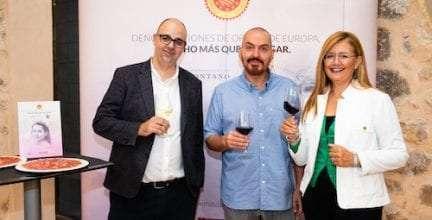 El diseñador de moda Juan Duyos, embajador del vino D.O. Somontano y la D.O. Jamón de Teruel en 2019