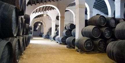 González Byass rememora la primera vuelta al mundo y recupera la tradición de los vinos de Ida y Vuelta, que mejoran su calidadcon la navegación.