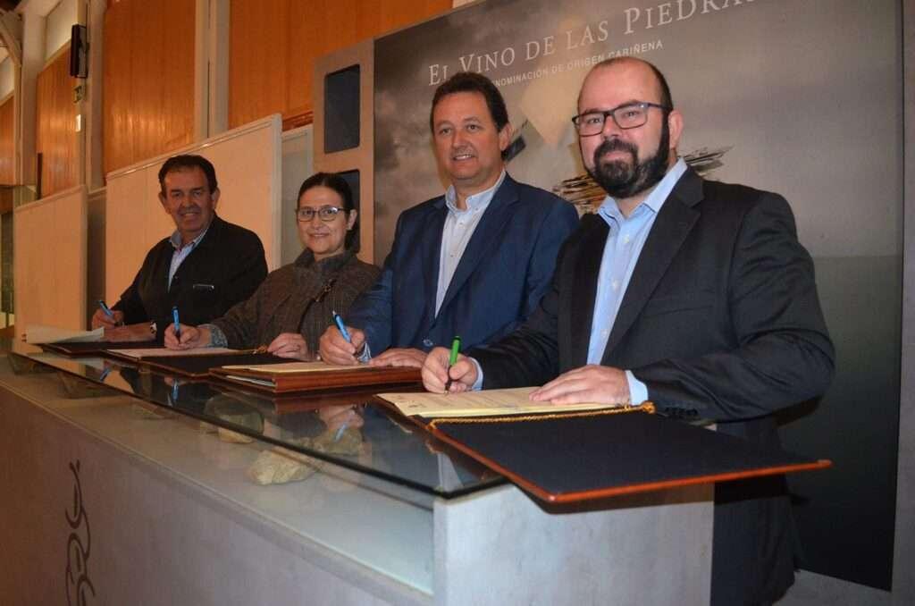 Jesús Javier Gimeno, Sara Morales, Ignacio Casamitjana y Sergio Ortiz firman los acuerdos de impulso a la variedad Cariñena