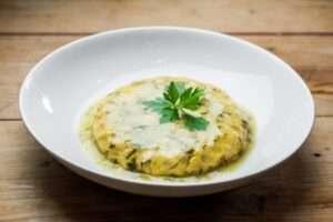 Tortilla con pochas en salsa verde, Café del Nuncio